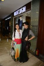 Mini Mathur at Hidesign store for Vogue Fashion Night Out on 2nd Sept 2015 (46)_55e7fb2fdc6a4.JPG