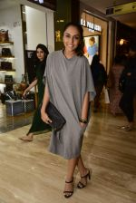 Shweta Salve at Hidesign store for Vogue Fashion Night Out on 2nd Sept 2015 (44)_55e7fb4eb67ff.JPG