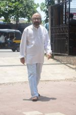 Govind Nihalani at aadesh shrivastava funeral in Mumbai on 5th Sept 2015 (259)_55eac84806dd5.JPG