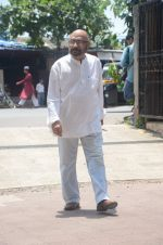 Govind Nihalani at aadesh shrivastava funeral in Mumbai on 5th Sept 2015 (261)_55eac849c97b9.JPG