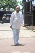 Govind Nihalani at aadesh shrivastava funeral in Mumbai on 5th Sept 2015 (262)_55eac84abf1cf.JPG