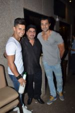 Hanif Hilal at sargun mehta_s bday bash hosted by ravi dubey on 5th Sept 2015 (57)_55ec2d6999dbb.JPG