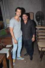Hanif Hilal at sargun mehta_s bday bash hosted by ravi dubey on 5th Sept 2015 (58)_55ec2d6a7be48.JPG