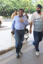 Johnny Lever snapped at airport  on 5th Sept 2015 (3)_55ec27de8f4fa.JPG