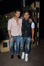 Kushal Tandon at sargun mehta_s bday bash hosted by ravi dubey on 5th Sept 2015 (34)_55ec2db902180.JPG