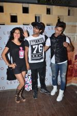 Teejay Sidhu, Karanvir Bohra at sargun mehta_s bday bash hosted by ravi dubey on 5th Sept 2015 (4)_55ec2e2e25af3.JPG