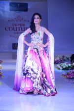Amrita Rao walk the ramp at Jaipur Couture Show_55ed36169661c.JPG