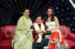 Sonakshi Sinha, Shatrughan Sinha, Poonam Sinha at Indian Idol Junior Grand Finale on 6th Sept 2015