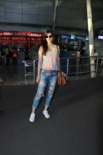 Kriti Sanon snapped at airport in Mumbai on 7th Sept 2015