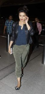 Priyanka Chopra snapped as she left for Montreal for Quantico schedule on 7th Sept 2015