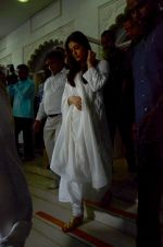 Aishwarya Rai Bachchan at Aadesh Shrivastava prayer meet on 8th Sept 2015