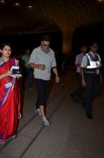Akshay Kumar snapped at international airport on 9th Sept 2015
