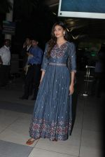 Athiya Shetty snapped after they return from Ahmedabad on 9th Sept 2015 (20)_55f155578e0fe.JPG