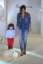 Shweta Salve at Pepe Jeans kids wear launch in Mumbai on 10th Sept 2015 (10)_55f28c15426bb.JPG