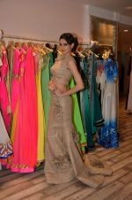 Simran Kaur at Archana Kocchar_s NY Fashion week collection launch in Juhu, Mumbai on 10th Sept 2015 (35)_55f28b199b16f.JPG