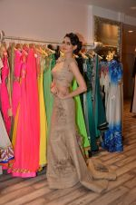 Simran Kaur at Archana Kocchar_s NY Fashion week collection launch in Juhu, Mumbai on 10th Sept 2015 (36)_55f28b1a7d71b.JPG