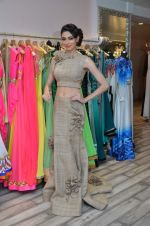 Simran Kaur at Archana Kocchar_s NY Fashion week collection launch in Juhu, Mumbai on 10th Sept 2015 (38)_55f28b1c0b4df.JPG
