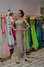 Simran Kaur at Archana Kocchar_s NY Fashion week collection launch in Juhu, Mumbai on 10th Sept 2015 (42)_55f28b1f20dc9.JPG