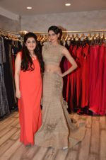 Simran Kaur at Archana Kocchar_s NY Fashion week collection launch in Juhu, Mumbai on 10th Sept 2015 (55)_55f28b2c77322.JPG