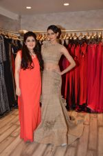 Simran Kaur at Archana Kocchar_s NY Fashion week collection launch in Juhu, Mumbai on 10th Sept 2015 (58)_55f28acfb81bc.JPG