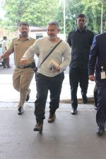Aamir Khan snapped in his dangal look as he leaves for ludhiana on 11th Sept 2015