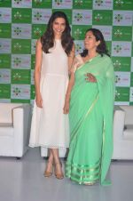 Deepika Padukone at Axis bank lime app launch in Taj on 12th Sept 2015 (14)_55f5506d9e166.JPG