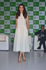 Deepika Padukone at Axis bank lime app launch in Taj on 12th Sept 2015 (17)_55f55073d624d.JPG