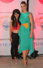 Kanchan Biyani with Amy Jackson at Femina Shopping Fest 2015 at F Beach House in Pune.1