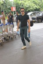 Imran Khan left for Katti Batti promotions in Chandigargh on 14th Sept 2015 (24)_55f7ca7128792.JPG