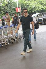 Imran Khan left for Katti Batti promotions in Chandigargh on 14th Sept 2015 (25)_55f7ca7218c89.JPG