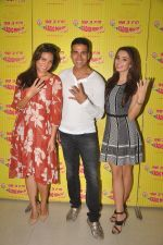 Akshay Kumar, Lara Dutta, Amy Jackson promote Singh is Bling at Radio Mirchi 98.3 on 15th Sept 2015