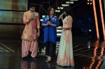 Farah Khan, Mini Mathur at Indian Idol episode special in Filmcity on 15th Sept 2015 (9)_55f9230cb5f6c.JPG