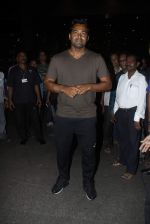 Leander paes snapped at Mumbai airport on 15th Sept 2015 (2)_55f91fa9c8104.JPG
