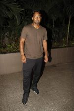 Leander paes snapped at Mumbai airport on 15th Sept 2015 (9)_55f91fb564f53.JPG
