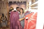 Sunil Shetty, Mana Shetty at Kashish store launch in Huges Road on 15th Sept 2015 (76)_55f922a524262.JPG