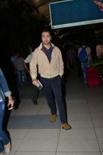 Imran Khan snappedas he returns from Delhi promotions in Airport on 16th Sept 2015 (14)_55fa934a3ef6d.JPG
