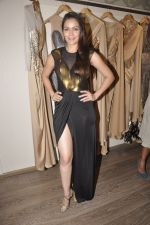 Waluscha D Souza at Amit Agarwal present its first Indian Wear Couture at Atosa on 19th Sept 2015 (62)_55fe510e34bd7.JPG