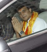 Jimmy Shergill snapped at Siddhivinayak temple on 20th Sept 2015,1 (4)_55ffabfe2781d.JPG