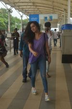Shraddha Kapoor snapped at airport on 20th Sept 2015  (41)_55ffaa7e03270.JPG