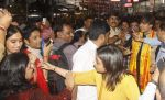 Vivek Oberoi snapped at Siddhivinayak temple on 20th Sept 2015 (28)_55ffac5bf1571.JPG