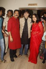 Vivek Oberoi, Aadesh Bandekar, Priyanka Alva snapped at Siddhivinayak temple on 20th Sept 2015 (27)_55ffac21a80e4.JPG