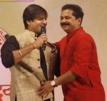 Vivek Oberoi, Aadesh Bandekar snapped at Siddhivinayak temple on 20th Sept 2015 (23)_55ffac3961eaa.JPG