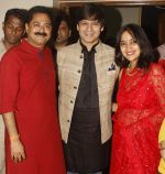 Vivek Oberoi, Aadesh Bandekar, Priyanka Alva snapped at Siddhivinayak temple on 20th Sept 2015 (29)_55ffac3a243dc.JPG