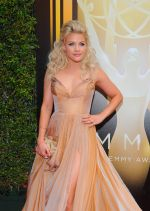 Emmy Awards 2015 red carpet (46)_560107e0825d0.jpg