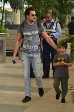 Emraan Hashmi snapped at Airport on 21st Sept 2015