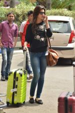 Kriti Sanon snapped at Airport on 21st Sept 2015 (33)_560117973044d.JPG