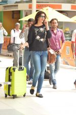 Kriti Sanon snapped at Airport on 21st Sept 2015