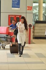 Malaika Arora Khan snapped at Airport on 21st Sept 2015 (21)_560118059c2d0.JPG