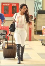 Malaika Arora Khan snapped at Airport on 21st Sept 2015 (22)_56011806c2841.JPG