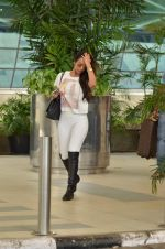 Malaika Arora Khan snapped at Airport on 21st Sept 2015 (25)_5601180a498b0.JPG